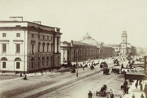 #AneddotiLetterari: San Pietroburgo, un centro con le vite intorno